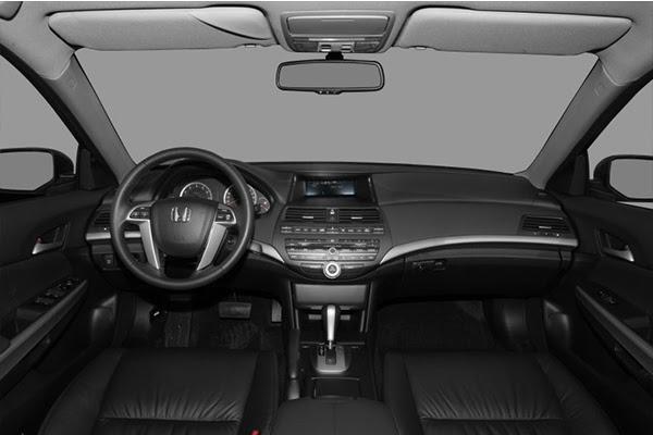 cabin-of-the-Honda-accord-2009