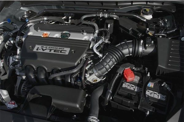 engine-of-the-Honda-ACcord-2009