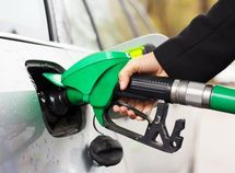 10 simple ways to save fuel without driving less