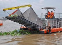 Lagos State Government buys state-of-the-art trash skimmer to improve waterway safety