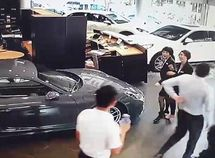 Irate Porsche fan crashes his N49m Cayenne into dealership for not getting his order completed