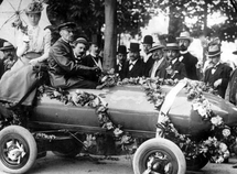 The world's first speed record for electric car was made in 1901