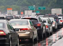 6 Safety tips for driving in dense traffic