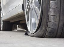 Say No to these locations when fixing tyre problem while driving!