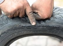 Common causes and prevention of dry rot (little cracks) in car tires