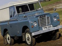 An open-top Land Rover will be James Bond's car in the next movie