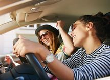 4 types of distracting songs you should not listen to when driving