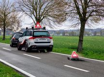Latest experimental safety vehicle Mercedes Benz ESF 2019 goes public