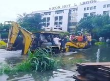 """Flood at VP Yemi Osinbajo's Estate: Tractors are used to """"rescue"""" residents"""