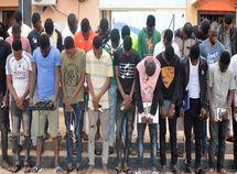 27 Yahoo boys & girls in Osun arrested along with 8 expensive cars