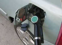 Does a car use more fuel when idling or starting?