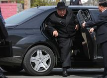 U.N ban luxury goods to North Korea but why Kim Jong Un got an armoured Mercedes-Benz?