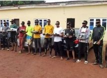 13 Yahoo boys arrested in Enugu with 5 exotic cars including Lexus and Mercedes-Benz