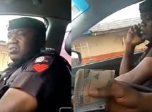 Police officer took ₦10,000 bribe from motorist & lied to colleagues he only got ₦5,000 (video)