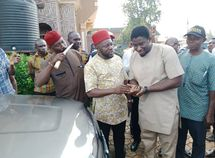 Johnbosco Onunkwo doles out car & cash to APC members