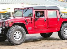 Arnold Schwarzenegger spotted cruising around on his electric Hummer H1