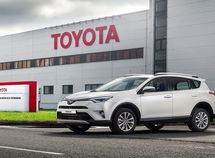 Toyota recalls about 700,000 vehicles due to faulty fuel pump