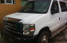 Ford Bus E-350 2010 in good condiiton for sale