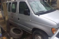 Well maintained 2000 Ford E-150 for sale