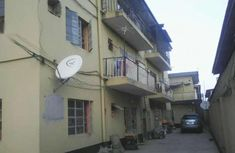 House for Sale 6flat apartment with BQ upsters at d back making 8flat