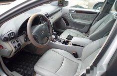 Neat Mercedes-Benz C200 2002 Silver