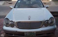 Neat and Well Maintained ercedes-Benz C320