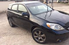 Selling 2005 Toyota Matrix black