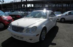 Very sharp white 2006 Mercedes benz C280 for sale