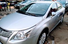 Toyota Avensins 2010 Silver for sale