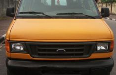 Ford E-350 2005 Orange