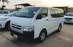 Toyota hiace bus 2015 White for sale