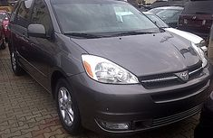 Toyota Sienna 2005 model gray for sale