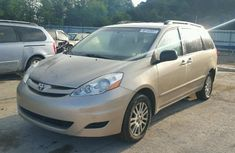 Clean Toyota Sienna 2008 for sale