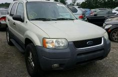 2004 Ford escape full option sound good