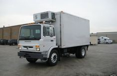 "Its a 2004 Mack MS200 with 16'x 84""x 96"" insulated White for sale"