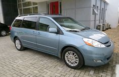 Foreign used Toyota Sienna 2006 blue for sale