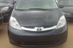 Tokunbo Toyota Sienna 2006 for sale
