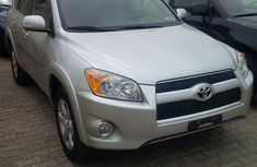 Clean toyota rav4 2008 silver for sale