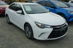 Toyota Camry XE 2017 white for sale