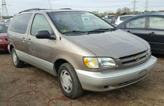 1999 Toyota Sienna full option