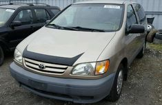 CLEAN AND NEAT TOYOTA SIENNA 2004 model