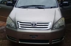 Forign used toyota avensis 2002 model gold on for sale