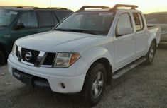 2005 NISSAN FRONTIER White for sale