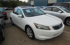 Clean Honda Accord 2007 White for sale