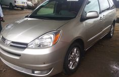 2005 Sharp clean tokunbo Toyota Sienna for sale
