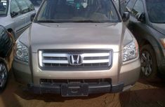 Clean Honda Pilot gold color 2008