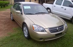 Canada-used And Gold-coloured Super Clean Nissan Altima 2004 Model For Sale