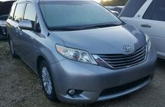 Clean Toyota Sienna 2012 FOR SALE
