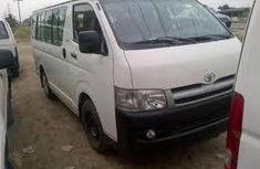 2009 White well maintained Toyota Hiace bus for sale