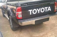 2003 Black Toyota Hilux for sale ac/filtered and in good conditions